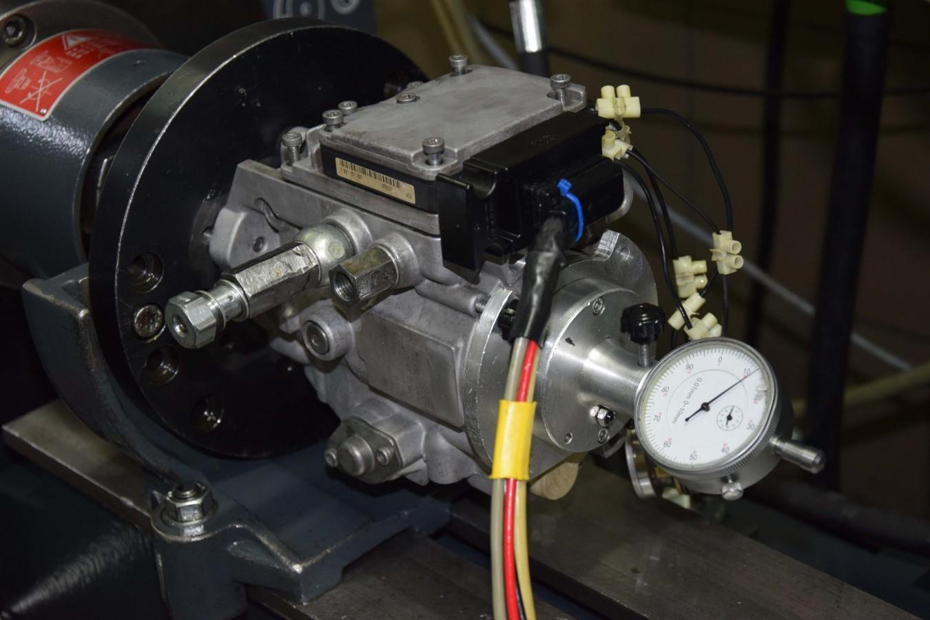 Proces regeneracji pompy na stole probierczym Bosch EPS 815